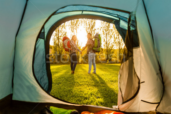 Camping coup heureux couple nature herbe Photo stock © iko