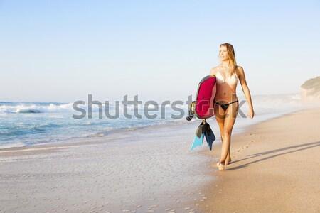 Surfer meisje mooie strand surfboard Stockfoto © iko