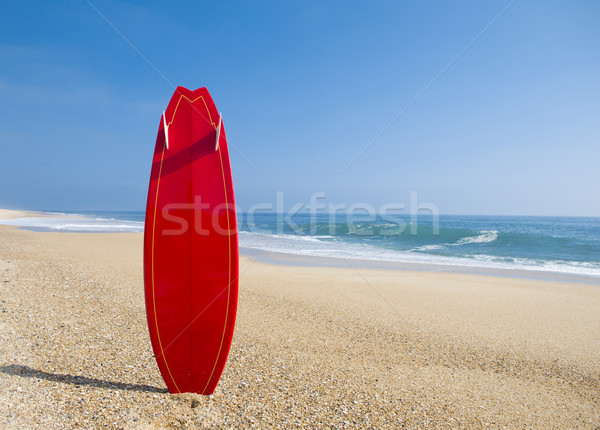 Piros szörfdeszka tengerpart tájkép homok óceán Stock fotó © iko