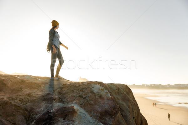 женщину утес красивая женщина желтый Cap ходьбе Сток-фото © iko