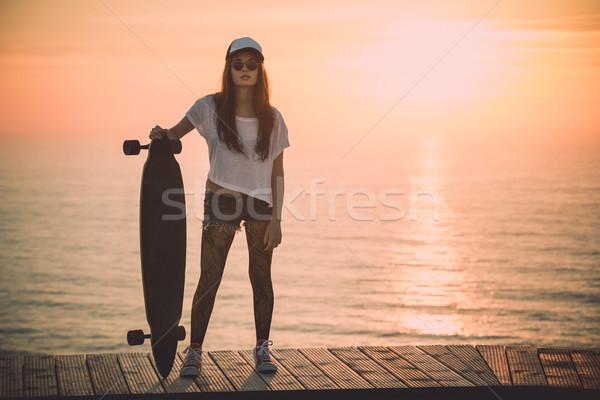 Patineur fille belle mode jeune femme posant Photo stock © iko