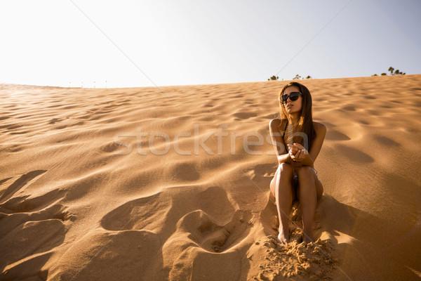 сидят песчаная дюна красивой моде Сток-фото © iko