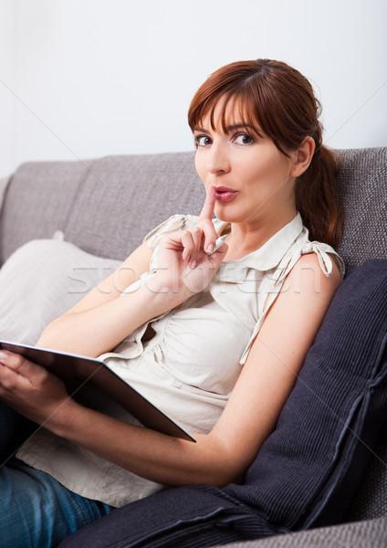 Silencio necesidad estudio mujer sesión sofá Foto stock © iko