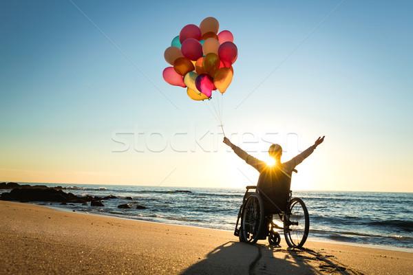 Stockfoto: Mogelijk · gehandicapten · man · rolstoel · gekleurd · ballonnen