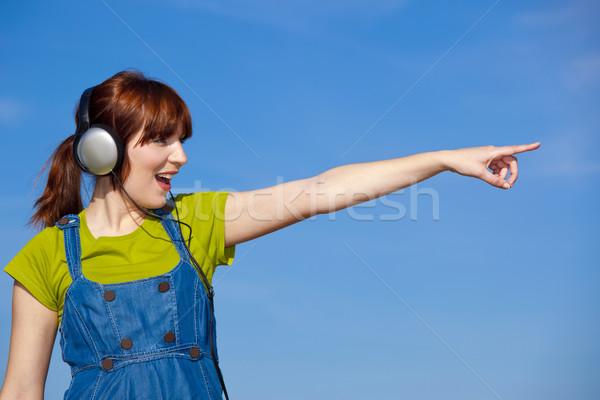 Mutlu kadın dinlemek müzik portre güzel Stok fotoğraf © iko