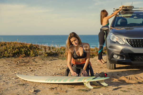 Listo surf dos hermosa surfista ninas Foto stock © iko