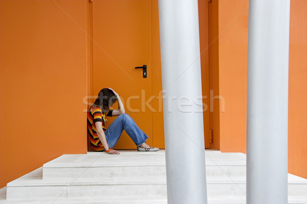 Solitude femme orange porte mains affaires Photo stock © iko