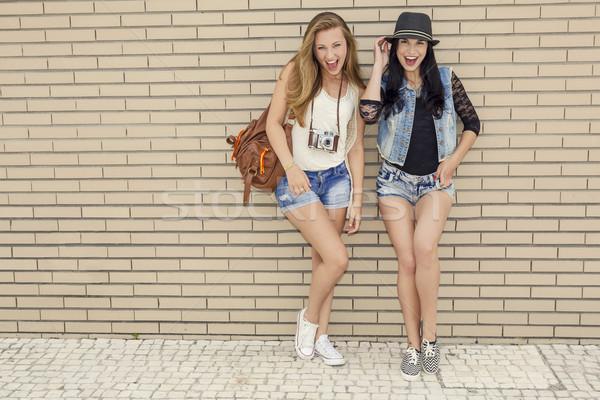 Méchant filles deux belle jeunes Photo stock © iko