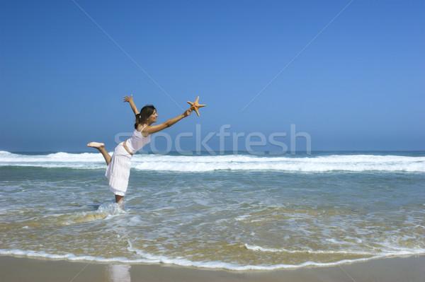 Tengeri csillag nő gyönyörű nő érzés szellő kéz Stock fotó © iko