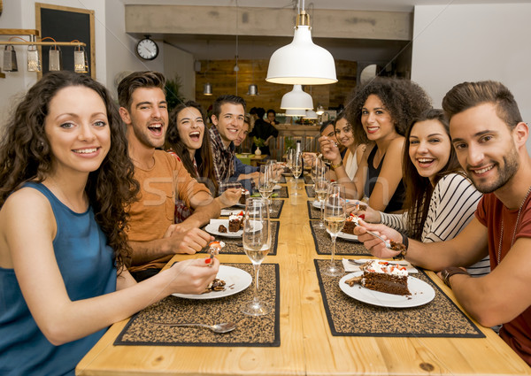 Amis restaurant groupe heureux dégustation Photo stock © iko