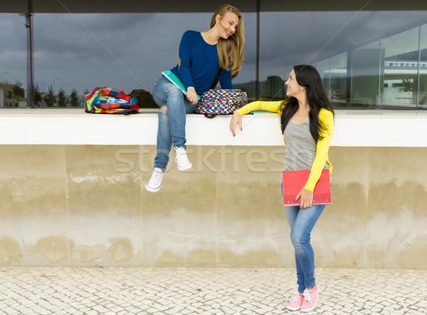 Stok fotoğraf: Öğrenciler · iki · mutlu · güzel · okul