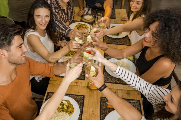 Vrienden toast groep naar gelukkig Stockfoto © iko