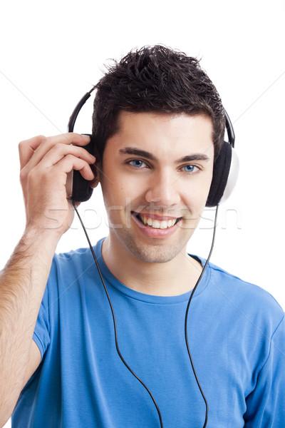 Foto d'archivio: Giovane · ascoltare · musica · casuale · ascolto · cuffie