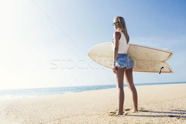 Szörfös lány gyönyörű fiatal nő sport Stock fotó © iko