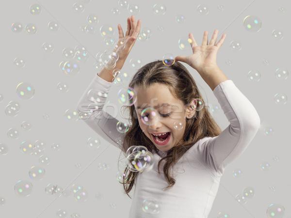 Kız oynama sabun köpüğü sevimli küçük kız gülümseme Stok fotoğraf © iko