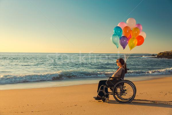 Stockfoto: Mogelijk · gehandicapten · vrouw · rolstoel · gekleurd · ballonnen