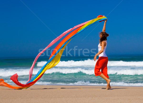 Színes gyönyörű fiatal nő fut tengerpart papírzsebkendő Stock fotó © iko