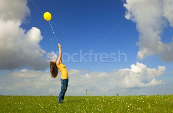 Сток-фото: девушки · шаре · счастливым · желтый · зеленый