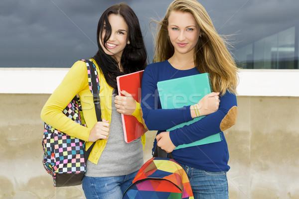 Foto stock: Estudiantes · dos · hermosa · escuela