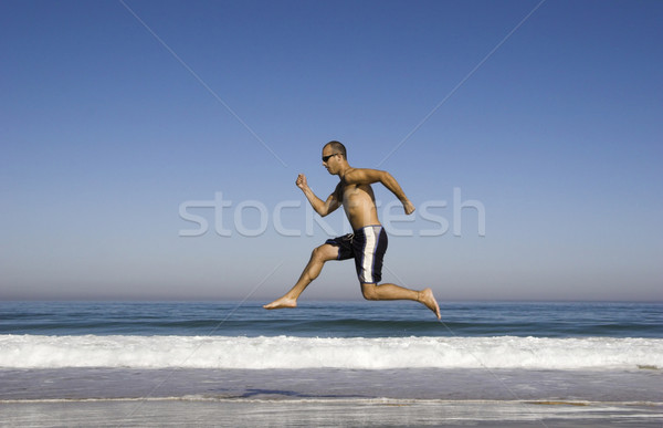 Homme courir sautant plage sport corps Photo stock © iko