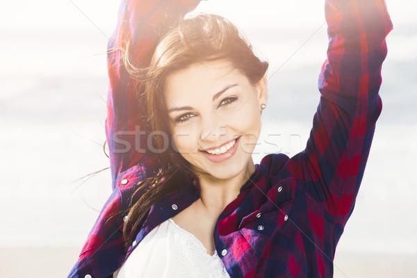 Gülümseme her gün mutlu kız plaj kadın kız Stok fotoğraf © iko