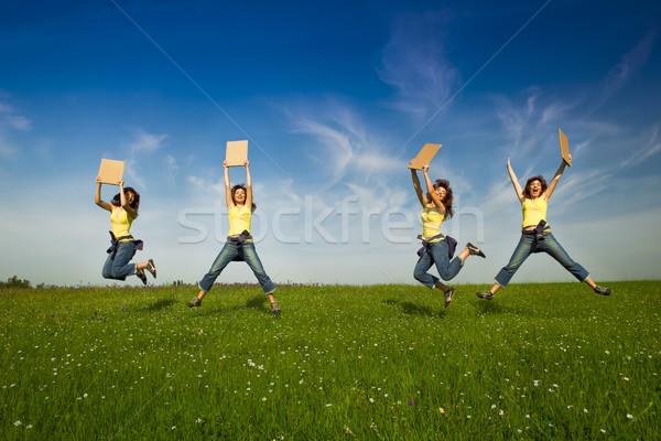 Stok fotoğraf: Kız · kâğıt · kart · güzel · genç · kadın · atlama