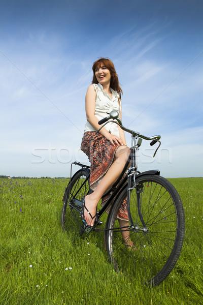 Kız bisiklet mutlu genç kadın yeşil çayır Stok fotoğraf © iko