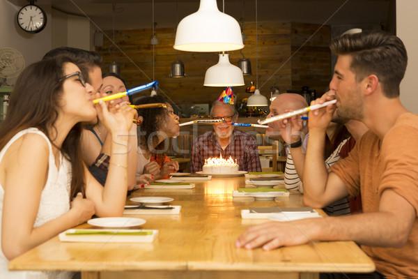Születésnap nagyapa nagy család ünnepel nők Stock fotó © iko