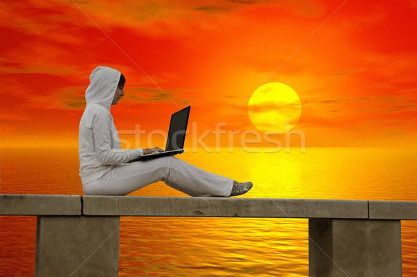 Travail coucher du soleil femme portable fille sourire Photo stock © iko