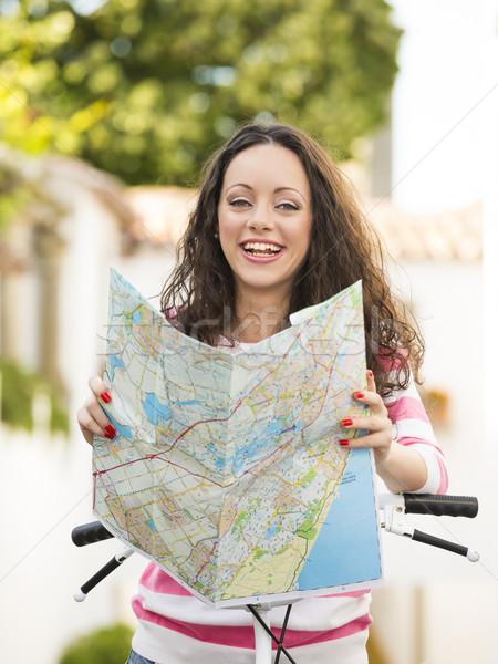 Mooie toeristische zoeken kaart vrouwelijke plaats Stockfoto © iko