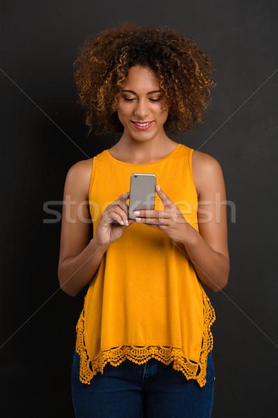 Sms chat enyém barátok gyönyörű afroamerikai nő Stock fotó © iko