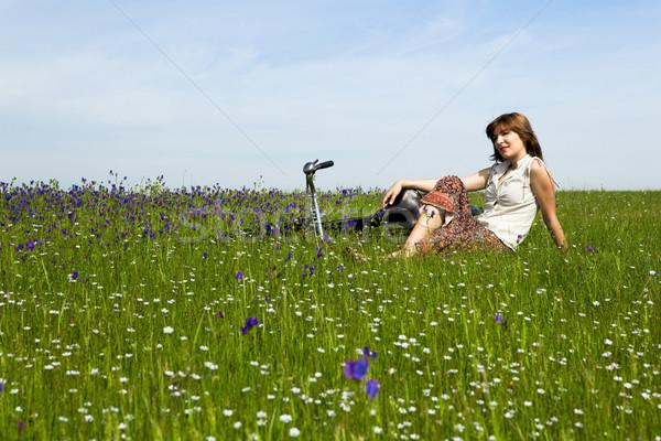 Dziewczyna rower młoda kobieta vintage zielone łące Zdjęcia stock © iko