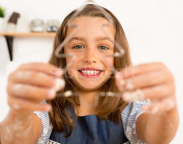 Stok fotoğraf: Bisküvi · atış · sevimli · küçük · kız · öğrenme