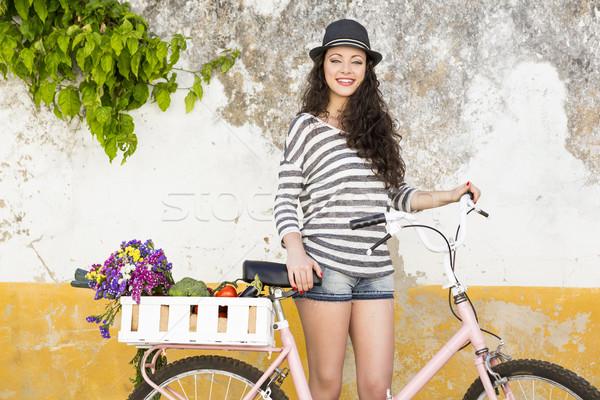 Wonen zoals lokaal vrouwelijke toeristische fiets Stockfoto © iko