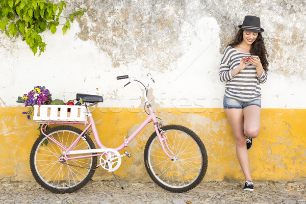 Stockfoto: Wonen · zoals · lokaal · vrouwelijke · toeristische · fiets
