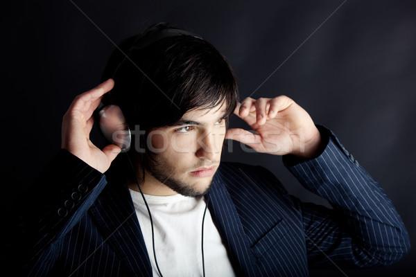 Hallgat fiatalember zenét hallgat fejhallgató arc divat Stock fotó © iko