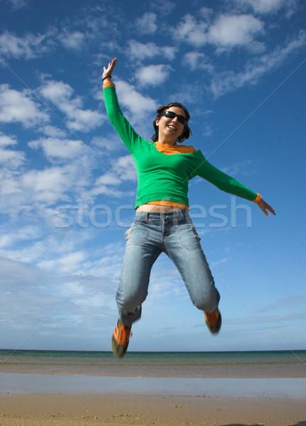 Zdjęcia stock: Młodych · piękna · kobieta · duży · skok · plaży
