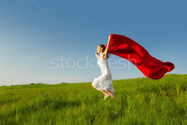 Szabadság fiatal gyönyörű nő fut tart piros Stock fotó © iko
