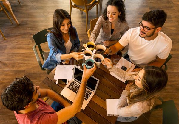 Diákok készít pirítós csoport barátok tanul Stock fotó © iko