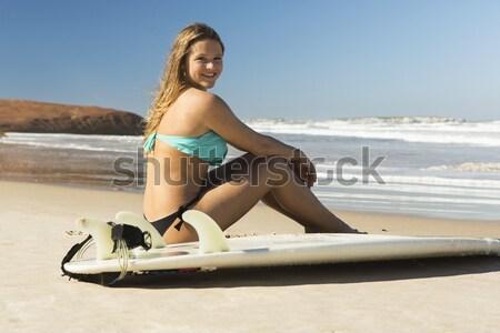 Szörfös lány gyönyörű ül szörfdeszka nő Stock fotó © iko