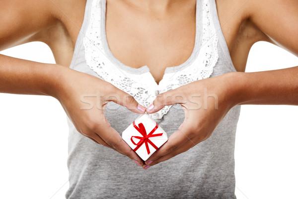 Tart ajándék gyönyörű fiatal nő szív izolált Stock fotó © iko