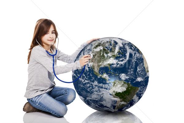 Planeet gezondheid portret meisje aarde stethoscoop Stockfoto © iko