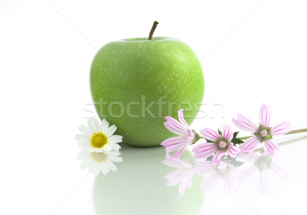 Pomme fleurs réflexion alimentaire nature vert Photo stock © iko