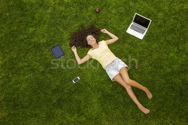 Enyém iroda gyönyörű boldog fiatal nő fű Stock fotó © iko