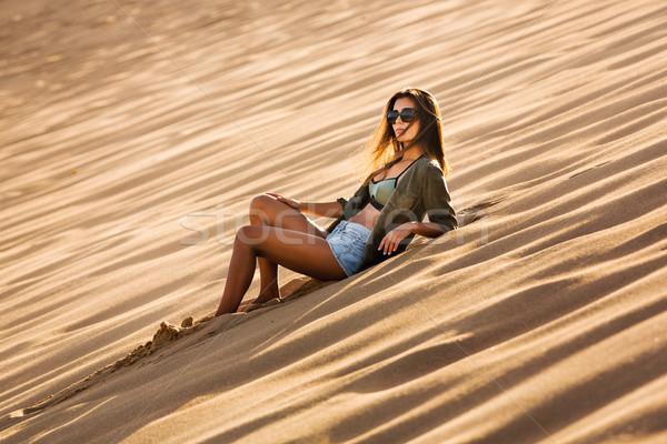 Сток-фото: песчаная · дюна · красивой · девушки · моде