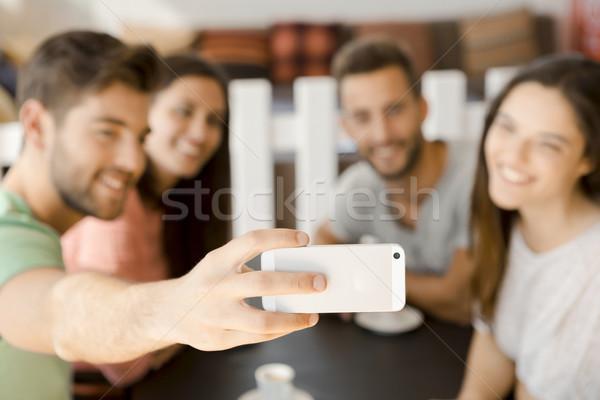 Grupo Cafetería amigos mujer teléfono Foto stock © iko