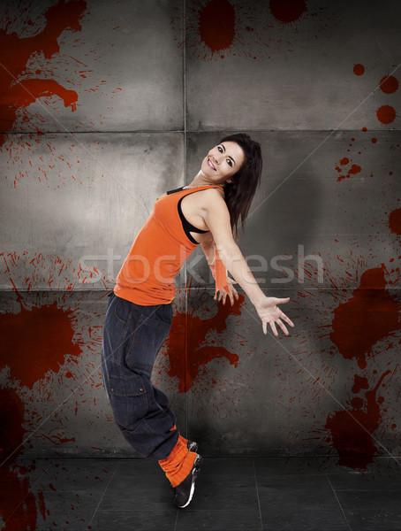 Dancing felice donna grigio muro ragazza Foto d'archivio © iko