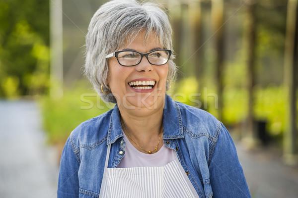 Olgun kadın gülme güzel çalışma sera bakıyor Stok fotoğraf © iko
