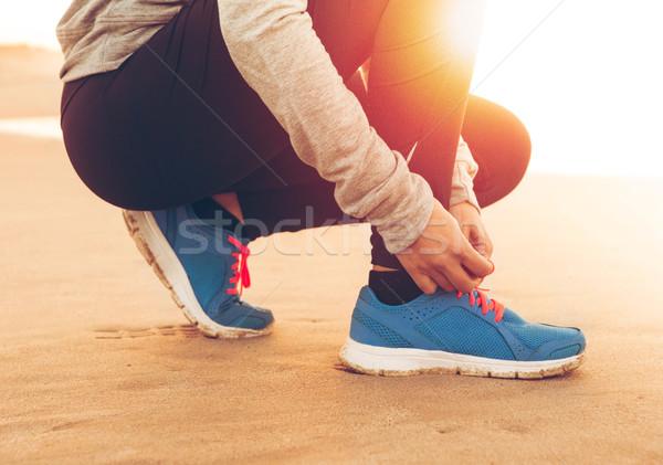 Schoenveters runner vrouw vrouwen zonsondergang fitness Stockfoto © iko
