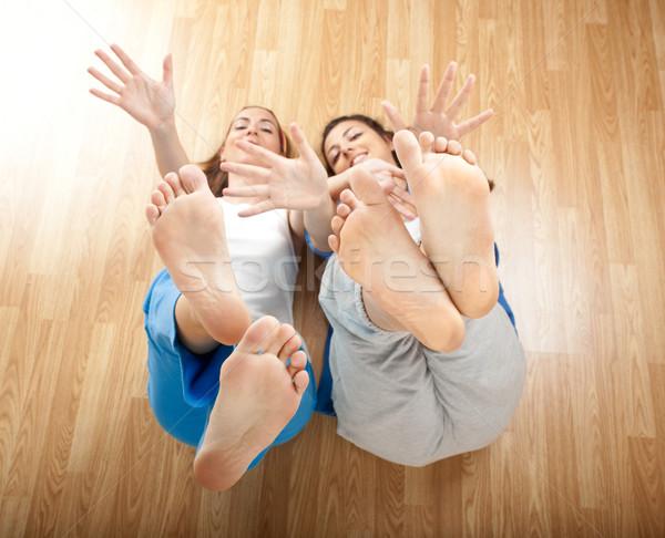 Stock fotó: Gyönyörű · fiatal · nők · kettő · szórakozás · mozog · kezek